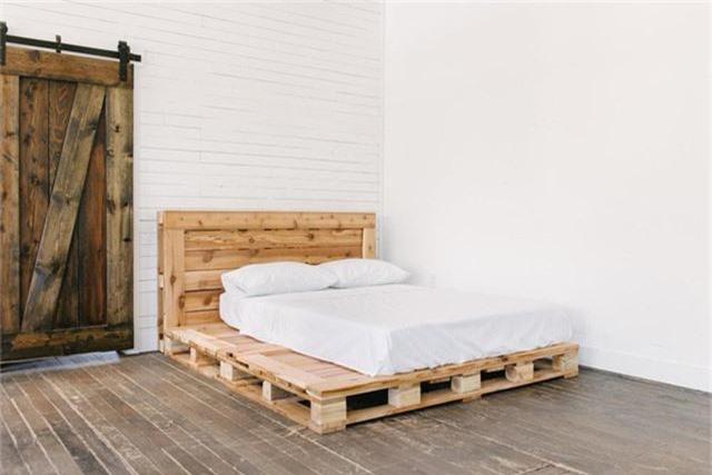 Bạn có thể là người yêu thích kiểu giường pallet tầng thấp như thế này.