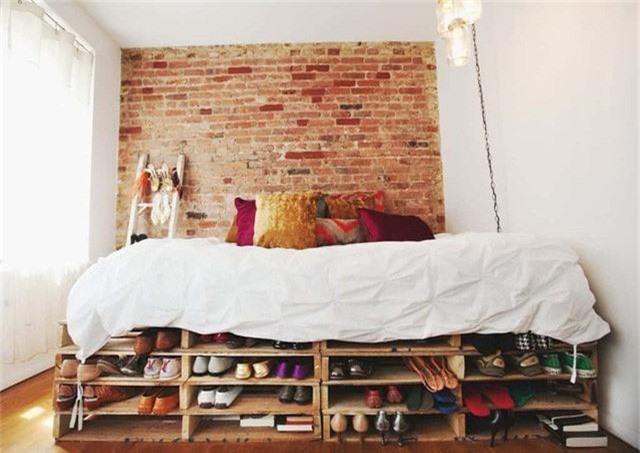 Hoặc làm nó cao hơn với một tầng nữa. Hãy nhớ, đừng bỏ qua những không gian trống giữa các tầng để lưu trữ nhé!