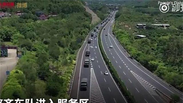 Xe thiết giáp Trung Quốc xuất hiện gần Hong Kong - 3