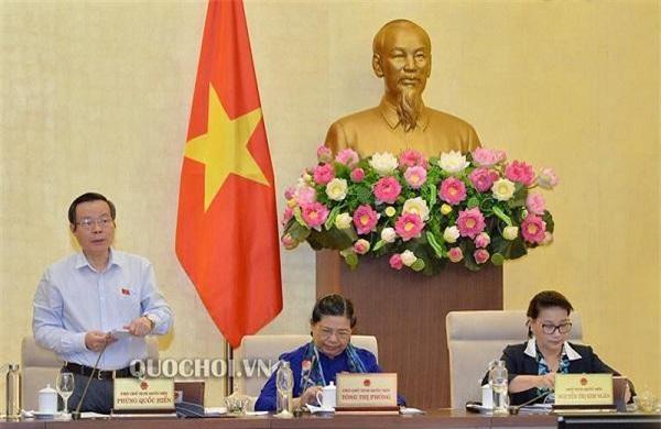 Phó Chủ tịch Quốc hội Phùng Quốc Hiển kết luận nội dung thảo luận. (Ảnh: Quochoi.vn)