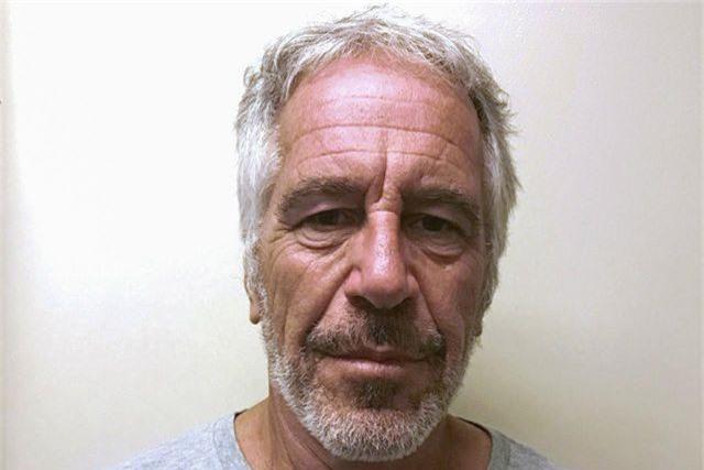 """FBI đột kích """"đảo ấu dâm"""" của tỷ phú Mỹ vừa tự tử trong tù - 2"""