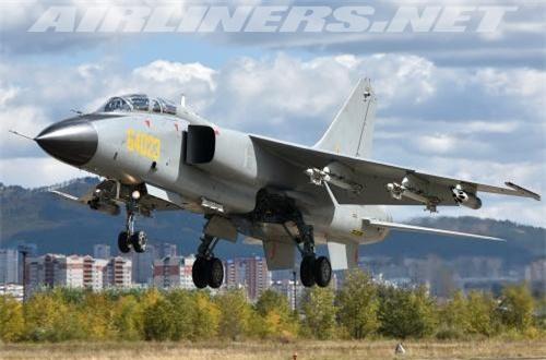 Đáng chú ý, đây là lần đầu tiên tên gọi JH-7A II được công bố trên các phương tiện truyền thông đại chúng. Trước đó, nó từng được đề cập nhưng không ai rõ phiên bản mới nhất dòng JH-7 mang tên gì. Các báo cáo cũng không tiết lộ chi tiết sự khác biệt giữa JH-7A II so với các phiên bản khác. Nguồn ảnh: Airliners.net