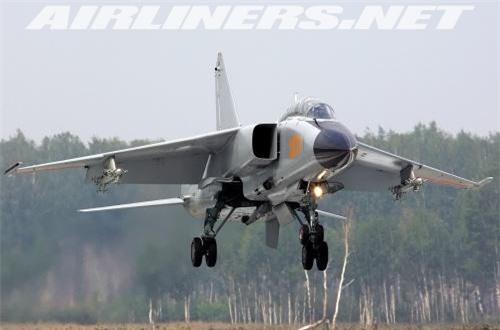 JH-7A II có thể được trang bị radar - hệ thống điện tử hàng không tiên tiến hơn trước cho phép tăng cường hiệu suất bay, mang nhiều vũ khí hơn và độ chính xác cũng được cải thiện. Nguồn ảnh: Airliners.net