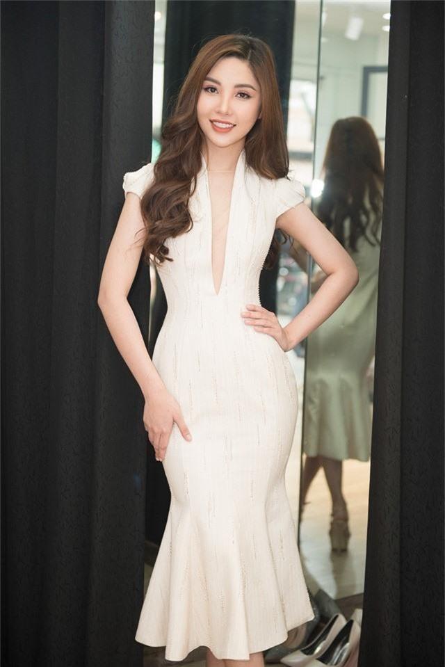 Sắp lên đường thi Hoa hậu, Mỹ Huyền chọn đụng đầm với HHen Niê, Hương Giang - Ảnh 1.