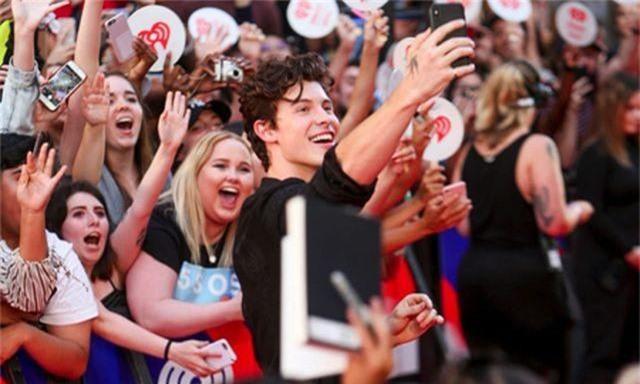 """Shawn Mendes và tuổi đôi mươi """"vui chơi quên lối về"""" - 3"""