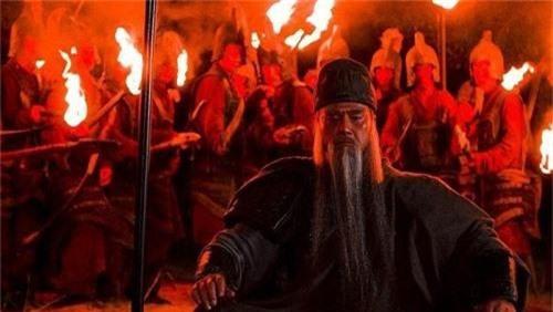 Tại sao sau khi Quan Vũ chết, Lưu Bị chỉ xử tội chết Lưu Phong mà không truy cứu Mã Siêu - Ảnh 3