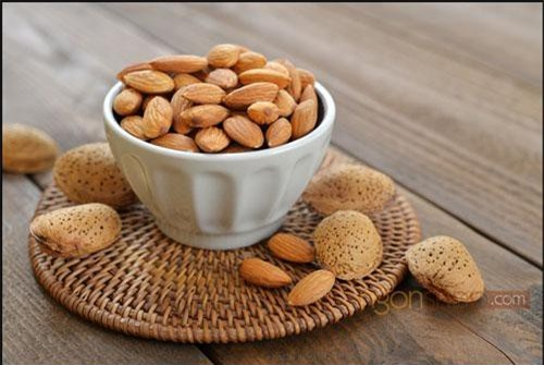 Quả hạnh giàu vitamin E, đồng, magiê, và protein và các acid béo chưa bão hòa rất tốt cho sức khỏe. Quả hạnh còn có khả năng phòng chống các bệnh tim mạch, giảm nguy cơ mắc ung thư và giúp kéo dài tuổi thọ.