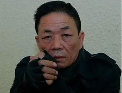 """Nguyễn Kim Hưng, tức Hưng """"kính""""."""