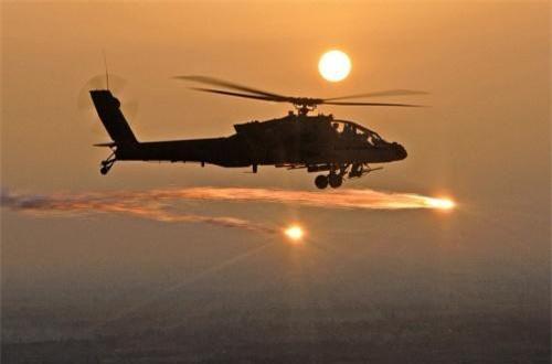Nếu dòng tên lửa chống tăng có điều khiển (ATGM) của Israel này chứng minh được năng lực và sức mạnh tại cuộc thử nghiệm, quân đội Mỹ chắc chắn sẽ lựa chọn vũ khí này không chỉ cho máy bay AH-64E Apache Guardian mà còn nhiều loại trực thăng tấn công khác trong biên chế. Nguồn ảnh: Wikipedia