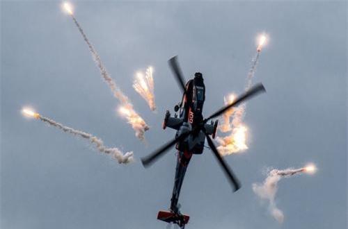 Trước đó, từ năm 2016 đã xuất hiện thông tin về việc quân đội Israel đã tích hợp thành công tên lửa Spike NLOS lên các đơn vị trực thăng tấn công AH-64 Apache và đã được xác minh thực chiến tại Syria. Nguồn ảnh: Wikipedia