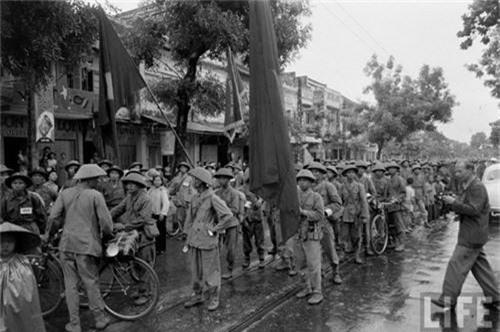 Anh doc: Ha Noi vui nhu hoi ngay giai phong 10/10/1954-Hinh-11