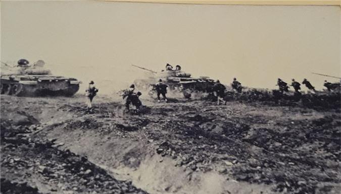 Cuc hiem canh xe tang T-62 Viet Nam dien tap hiep dong-Hinh-3