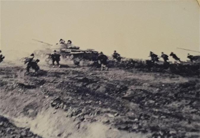 Cuc hiem canh xe tang T-62 Viet Nam dien tap hiep dong-Hinh-4
