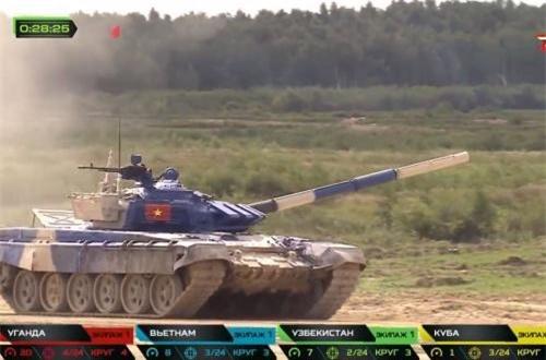 """""""Lần thứ 2 tham gia Army Games, tất cả các thành viên tự tin làm chủ khí tài là xe tăng T-72B3 cùng vũ khí trang bị. Nhưng để khắc phục được những hư hỏng của loại xe mà hiện nay chúng ta chưa có trong biên chế, còn phải mất một thời gian nữa"""", Đại tá Long nói. Nguồn ảnh: Tzvezda"""