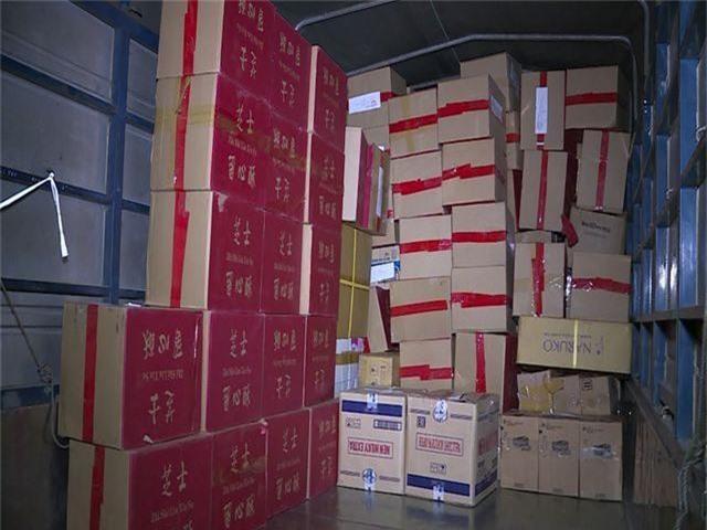 Hà Nội: Bắt giữ hơn 4.000 bánh trứng chảy lậu đang gây sốt trên mạng - 2