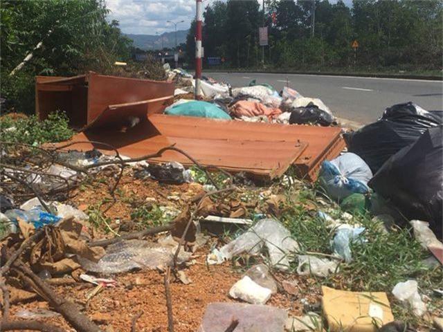 """""""Khiếp đảm"""" những hình ảnh phố núi ngập trong rác thải! - 13"""