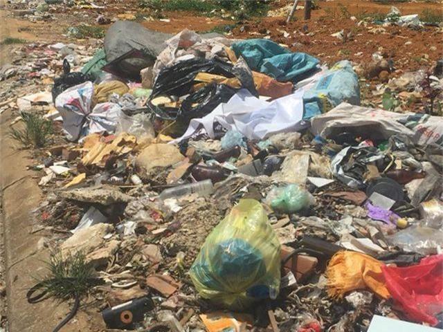"""""""Khiếp đảm"""" những hình ảnh phố núi ngập trong rác thải! - 2"""