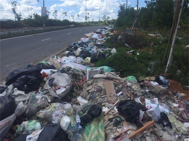"""""""Khiếp đảm"""" những hình ảnh phố núi ngập trong rác thải! - 3"""