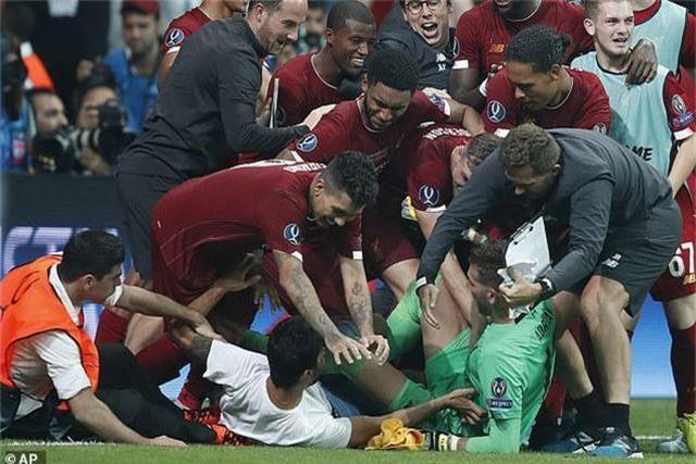 Liverpool mất thủ môn vì lý do lãng xẹt - 1