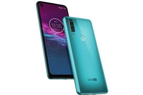 Motorola One Action sở hữu thiết kế với vỏ ngoài được làm từ chất liệu nhựa giả kính. Máy có kích thước 160,1x71,2x9,2 mm, Cân nặng 176 g.