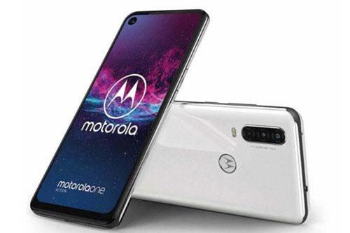 """""""Trái tim"""" của Motorola One Action là vi xử lý Exynos 9609 lõi 8 với xung nhịp tối đa 2,2 GHz, GPU MP3-G72 MP3. RAM 4 GB/ROM 128 GB, có khay cắm thẻ microSD với dung lượng tối đa 512 GB. Hệ điều hành Android 9.0 Pie (Android One)."""