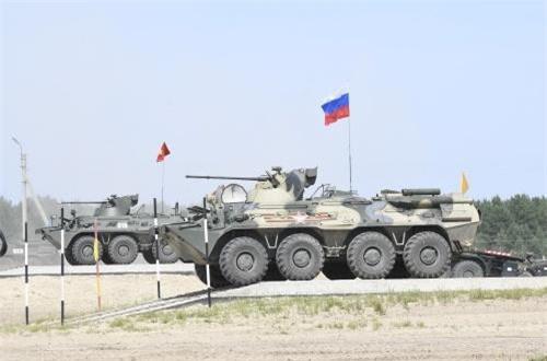 Như vậy, số vũ khí khí tài hiện đại mà bộ đội ta được tiếp cận khi tham gia Hội thao quân sự quốc tế Army Games tiếp tục tăng thêm. Trước BTR-82A, chúng ta lần đầu tiên được thi đấu với xe thiết giáp Typhoon-K, MT-LB, xe tăng chủ lực T-72B3, xe thiết giáp đa dụng Mãnh Sĩ (Trung Quốc)… Nguồn ảnh: Bộ Quốc phòng Nga