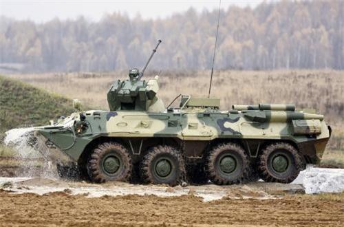 BTR-82A được trang bị giáp bảo vệ tốt hơn hẳn loại BTR-60PB mà quân đội ta đang sử dụng. Vỏ giáp toàn thân BTR-82A có thể chống được đạn súng máy 7,62mm, giáp trước chống được đạn xuyên thép 12,7mm. Nguồn ảnh: Wikipedia