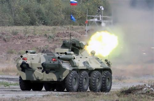 Hỏa lực chính của BTR-82A là pháo tự động ổn định toàn phần 2A72 cỡ 30mm có tốc độ bắn lên tới 330 phát/phút, tầm bắn hiệu quả với mục tiêu thiết giáp là 1,5km, tầm bắn hiệu quả với mục tiêu bộ binh khi dùng đạn nổ phá mảnh là 2km. Nguồn ảnh: Military-Today