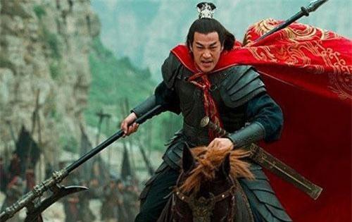 Lữ Bố sở hữu Phương Thiên Họa Kích và ngựa Xích Thố, thiên hạ vô song.