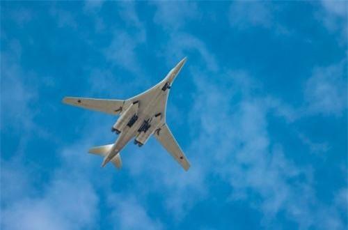 Theo Cục thông tin - truyền thông đại chúng Bộ Quốc phòng Liên bang Nga, ngày 14/8/2019, hai máy bay ném bom chiến lược Tu-160 của không quân tầm xa Nga đã thực hiện chuyến bay thẳng từ căn cứ Engels tới sân bay Anadyr nằm ở vùng Viễn Đông. Nguồn ảnh: Bộ Quốc phòng Nga
