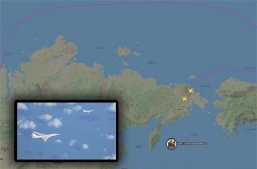 Trong ảnh, đường bay của hai chiếc Tu-160 từ căn cứ Engels, cách thành phố Saratov 14km về phía Đông tới sân bay ở bán đảo Chukotka. Thay vì bay trên không phận đất liền, phần lớn hành trình bay của biên đội Tu-160 diễn ra trên biển. Nguồn ảnh: Bộ Quốc phòng Nga