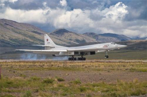 Hai máy bay ném bom hạng nặng kể trên được triển khai tới Chukotka để tham gia vào cuộc tập trận chiến thuật kéo dài tới cuối tuần này. Nguồn ảnh: Bộ Quốc phòng Nga
