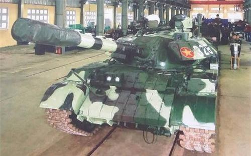 Xe tăng T-54 nâng cấp lắp giáp phản ứng nổ do Việt Nam chế tạo. Ảnh: Quân đội nhân dân.