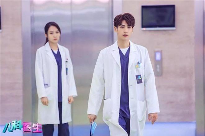 4 bác sĩ khiến hội chị em chỉ muốn chạy đi chờ chi tới phòng khám để hỏi mê mỹ nam chữa bằng cách nào? - Ảnh 6.