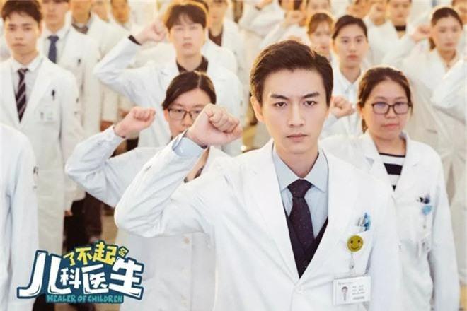 4 bác sĩ khiến hội chị em chỉ muốn chạy đi chờ chi tới phòng khám để hỏi mê mỹ nam chữa bằng cách nào? - Ảnh 13.