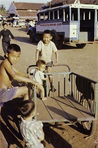 Anh thu vi ve thi tran Dat Do, Ba Ria - Vung Tau nam 1965-Hinh-14