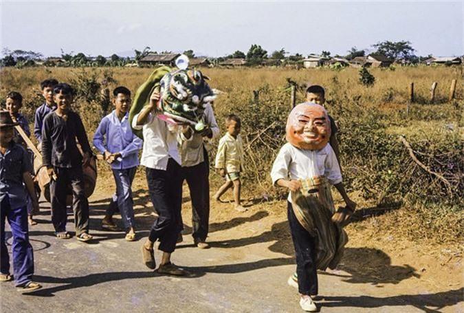 Anh thu vi ve thi tran Dat Do, Ba Ria - Vung Tau nam 1965-Hinh-3
