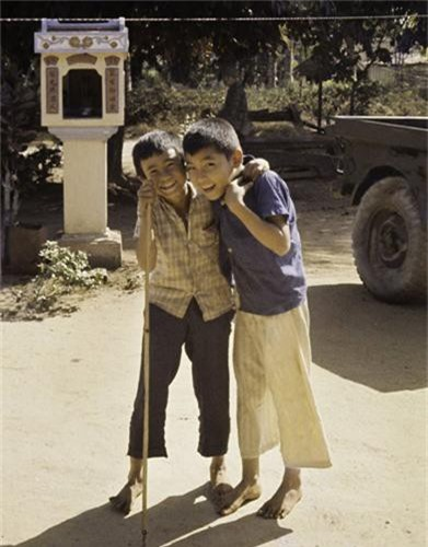Anh thu vi ve thi tran Dat Do, Ba Ria - Vung Tau nam 1965-Hinh-5