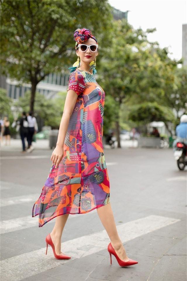 Hoa hậu Ngọc Diễm gợi ý mặc đẹp xuống phố - Ảnh 1.