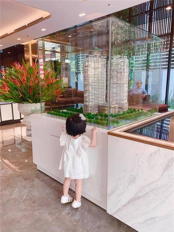 Lâu lâu mới lên sóng, con gái Hoa hậu Đặng Thu Thảo khiến dân mạng được phen ngỡ ngàng vì lớn nhanh như thổi-2