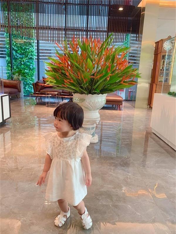 Lâu lâu mới lên sóng, con gái Hoa hậu Đặng Thu Thảo khiến dân mạng được phen ngỡ ngàng vì lớn nhanh như thổi-3