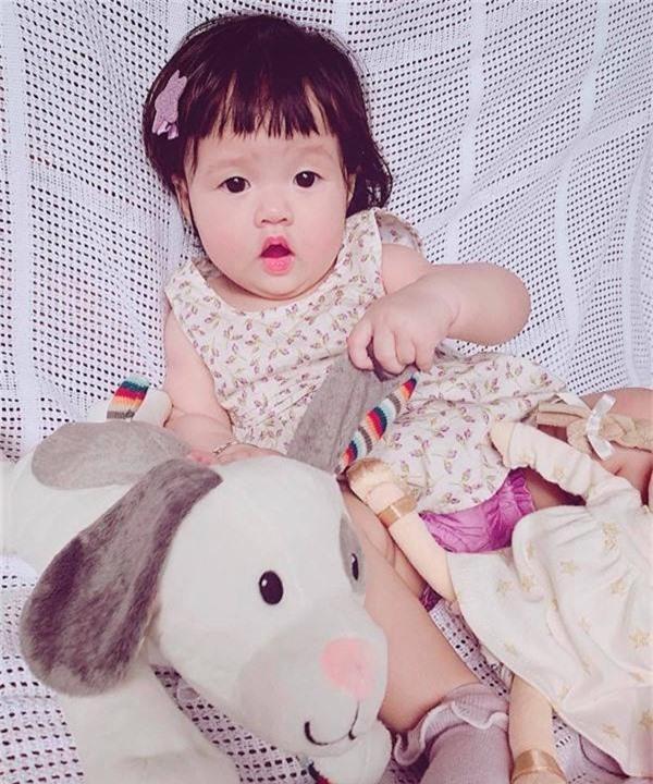 Lâu lâu mới lên sóng, con gái Hoa hậu Đặng Thu Thảo khiến dân mạng được phen ngỡ ngàng vì lớn nhanh như thổi-8