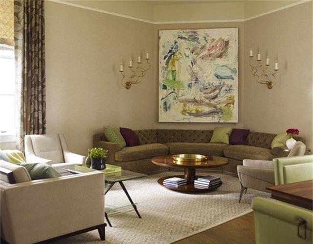 Những món đồ phụ kiện trang trí phòng khách cũng không thể nào thiếu được để tăng sức hút cho căn phòng này.