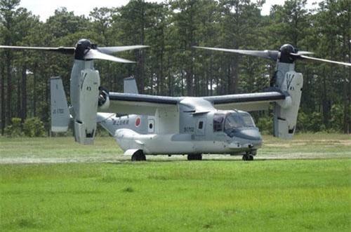 Đó là những chiếc máy bay vận tải lai V-22 Osprey. Mới đây, Lực lượng Phòng vệ Nhật Bản (JSDF) trên mạng Twitter đã cung cấp hình ảnh mới nhất về V-22 Osprey của nước này tham gia cuộc tập trận với Thủy quân Lục chiến Mỹ. Nguồn ảnh: Japan Ground Self-Defense Force