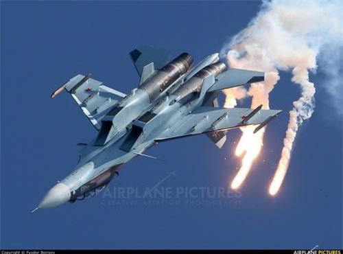 Tiêm kích chiếm ưu thế trên không hạng nặng Su-30SM của Nga. Ảnh: Airlines.