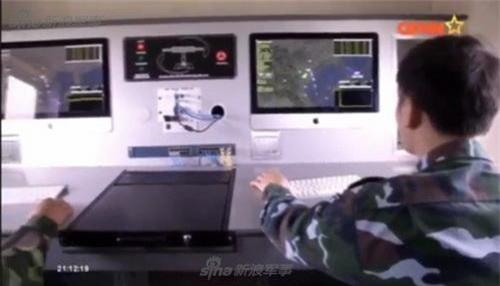 Bên trong cabin điều khiển của đài radar cảnh giới RV-02 do Việt Nam sản xuất. Ảnh: Sina.