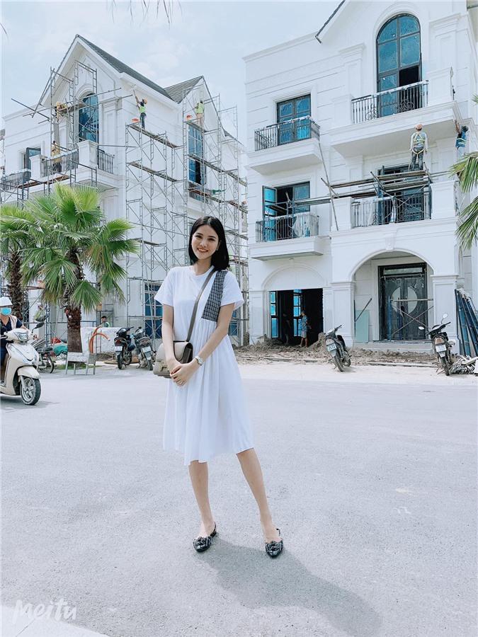 Căn biệt thự của vợ chồng Kỳ Hân nằm trong một khu đô thị sang trọng, đắt đỏ ở Hà Nội.