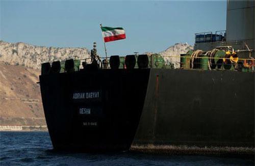 Siêu tàu chở dầu Adrian Darya 1 mang cờ Iran (Ảnh: Reuters)
