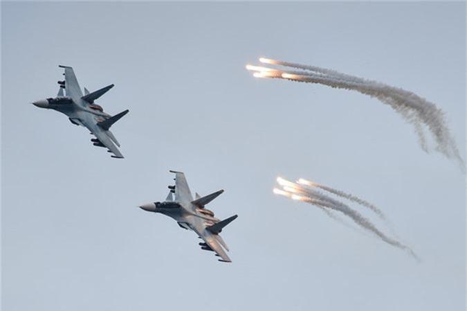 May bay nem bom, ban rocket cuc suong mat o cuoc thi phi cong quan su-Hinh-10