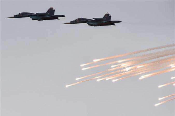 May bay nem bom, ban rocket cuc suong mat o cuoc thi phi cong quan su-Hinh-6